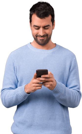 homem fazendo compras de mercado no celular